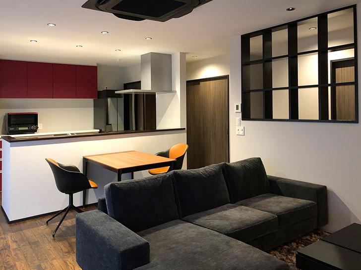 ダーク調の格子や家具